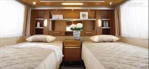 lit milieu. Black Bedroom Furniture Sets. Home Design Ideas